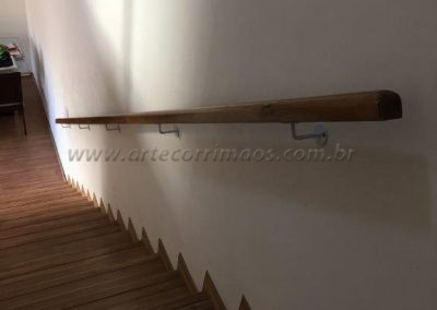 Corrimão de parede - Madeira fixo na parede