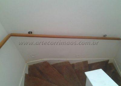 Corrimão de parede - Madeira na escada interna