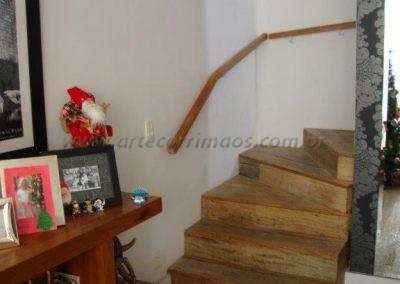 Corrimão de parede - Tauari - madeira dentro de casa
