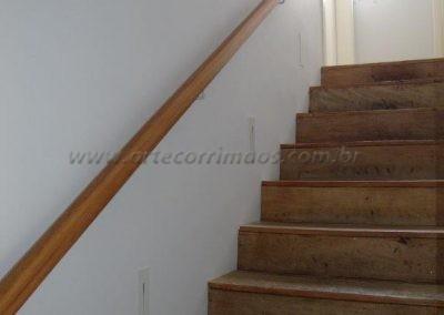 Corrimão de parede - Tauari - madeira torneado