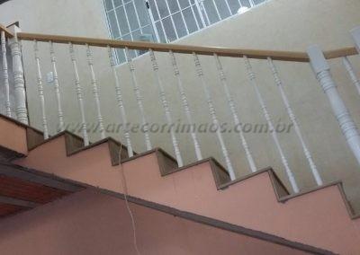 balaustre madeira no guarda corpo escada
