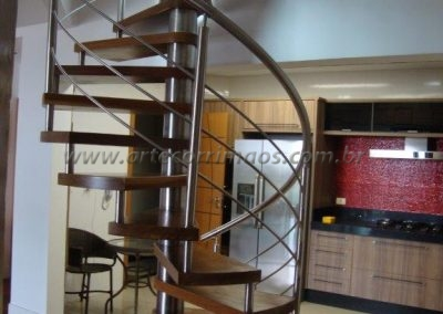 Escada caracol preço bom Degrau madeira e Guarda corpo inox interna