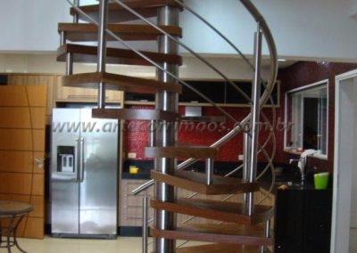 Escada caracol preço e medidas a combinar Degrau madeira Guarda corpo aço inox