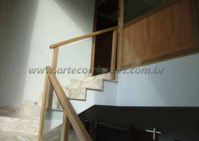 Guarda Corpo para escada - Madeira - Vidro - Reto