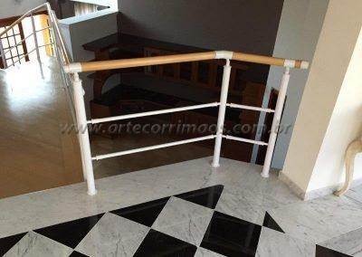 Guarda corpo Aluminio branco com madeira clara