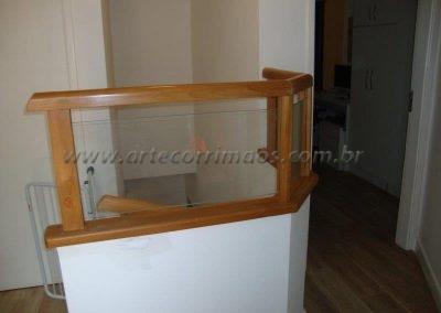 Guarda corpo Madeira com vidro barato