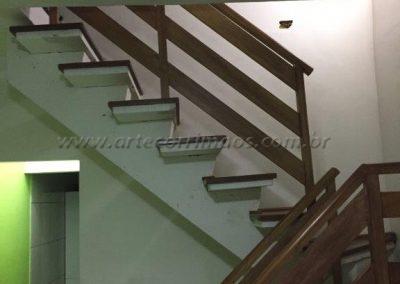 Guarda corpo - Madeira para escada