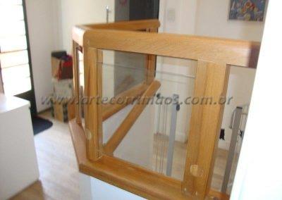 Guarda corpo barato Madeira com vidro