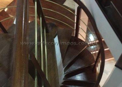 Guarda corpo curvo Madeira com latão escada