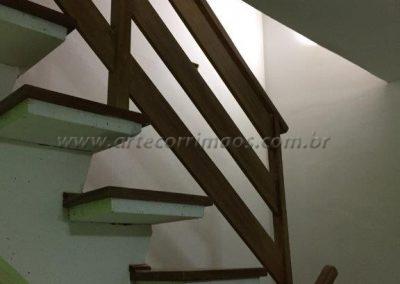 Guarda corpo de Madeira para sacada, varanda e escada