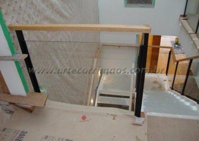 Guarda corpo de vidro Colunas ferro e corrimão madeira preço ótimo