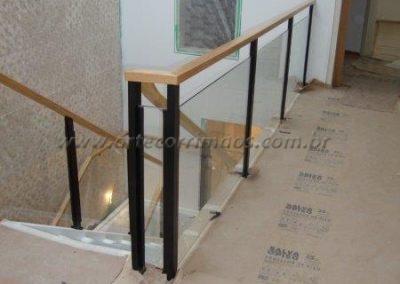 Guarda corpo fixo de vidro para sacadas e escada