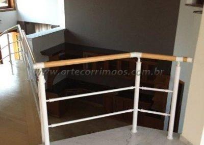 Guarda corpo interno em Aluminio e madeira em sobrado residencial