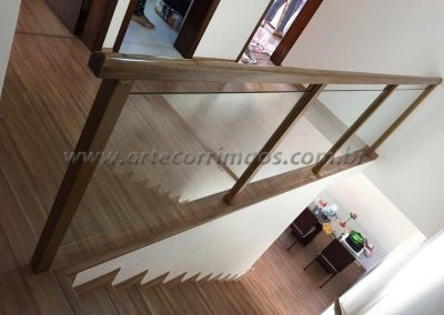 Guarda corpo para escada e varanda madeira com vidro