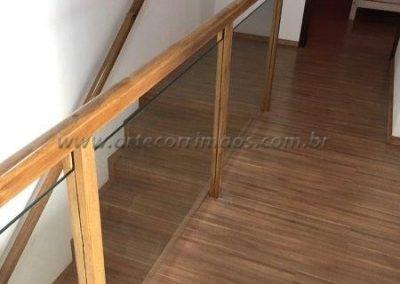 Guarda corpo para sacada madeira com vidro