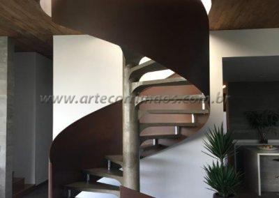guarda corpo curvo Escada com chapa - Aço corten
