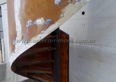 escada caracol de ferro corrimão curva de chapa