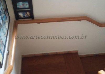 corrimão curva parede madeira
