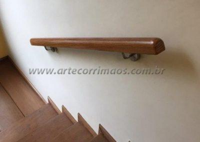 corrimão de parede madeira