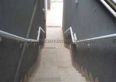 corrimão duplo de parede em aluminio branco
