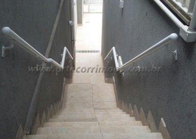 corrimão externo de parede em aluminio branco