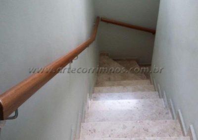 corrimão parede de madeira cumaru