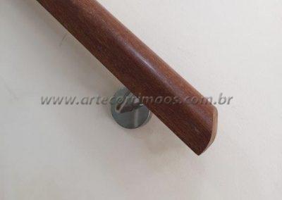 detalhe corrimão parede madeira