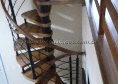 escada caracol em madeira em sp