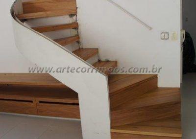 escada curva especial com guarda corpo de vidro curvo interno