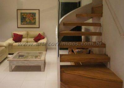 escada especial curva com guarda corpo de vidro curvo linda