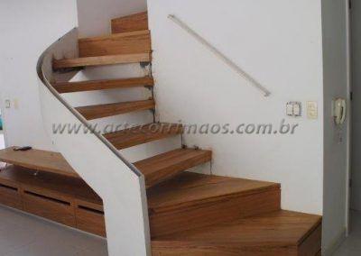 escada especial de madeira com curva