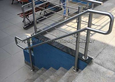 Escada Guarda Corpo De Inox Com Fechamento