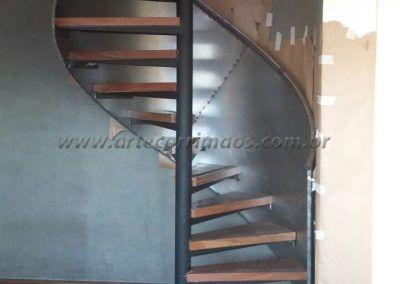 Escada caracol com Guarda Corpo De Chapa De Aço Curvo