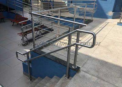 Escada e Rampa com Guarda Corpo De Inox Com Fechamento