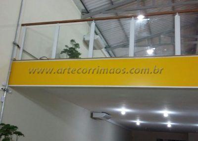 Guarda Corpo De Ferro Vidro Madeira no mezanino concessionaria
