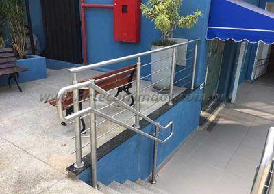 Guarda Corpo De Inox Com Fechamento na escada