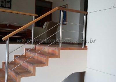 Guarda Corpo na escada Aço Inox Com Madeira