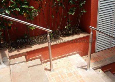 Guarda corpo de aço inox na escada coluna e corrimão