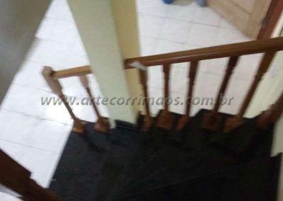 Guarda corpo de balaustre de madeira jatoba na escada