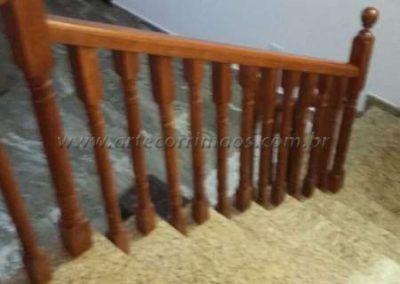 Guarda corpo de escada de balaustre de madeira jatoba