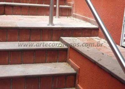 Guarda corpo em escada de aço inox coluna e corrimão