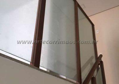 divisoria de madeira e vidro