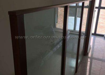 divisoria de madeira e vidro preço
