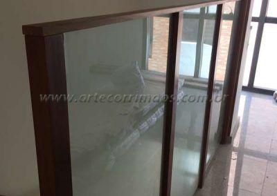 divisorias em madeira e vidro
