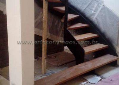 escada de ferro e madeira modelo u