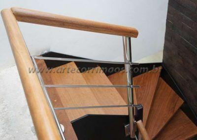 escada interna de ferro e madeira modelo u detalhes