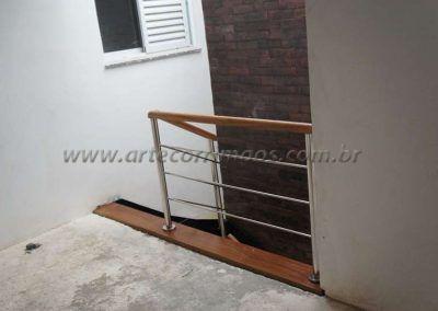 escada interna de ferro e madeira modelo u guarda corpo inox
