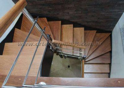 escada interna de ferro e madeira modelo u vista de cima