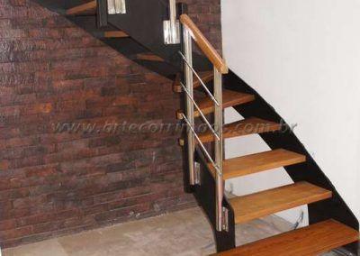 Escada de sala de ferro e madeira modelo u