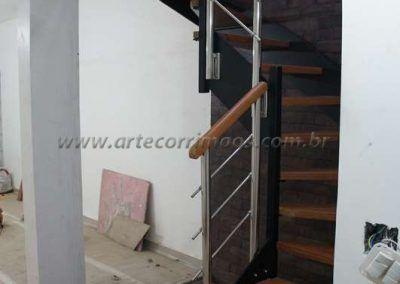 escada em u de ferro e madeira